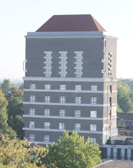 Kranzniederlegung am Wasserturm zum Gedenken an die Opfer des Nationalsozialismus