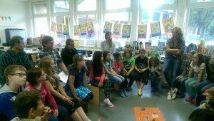 Klasse 4d der Landgrafen-Grundschule mit ihrer Lehrerin Susanne Schulten. (Foto: Sabine Klemp / Stadt Dortmund)