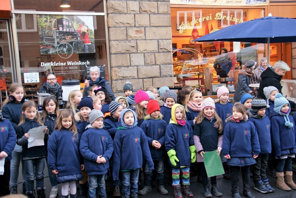Die Franzi-Spatzen von der Franziskus Grundschule sorgten für weihnachtliche Stimmung, Foto: Rüdiger Beck