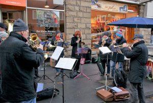 Der Bläserchor Melanchthon ist schon zu einem festen Bestandteil auf dem Adventmarkt geworden, Foto: Rüdiger Beck