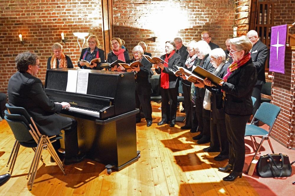 Kirchenchor der Paul-Gerhardt-Kirchengemeinde unter der Leitung von Heiko Waldhans, Foto: Paul-Gerhardt-Gemeinde