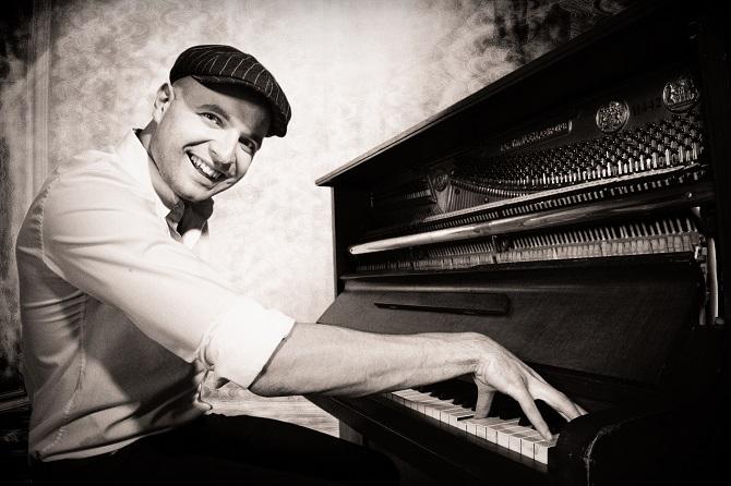 Pianist Daniel Paterok zu Gast im Kaffee- und Teekontor Wigger