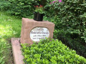 Das Grab von Henriette Davidis auf dem Ostfriedhof (Foto: Katrin Pinetzki / Stadt Dortmund)