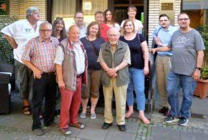 Der SPD-Vorstand 2018-2020: Vorsitzender: Heinz-Dieter Düdder (3. Reihe, Mitte), stv. Vorsitzende: Christina Alexandrowiz (2. Reihe 2.v.l.), Kassiererin: Nicolin Schmiedgen (2. Reihe, 2. v.r.), Stv.: Christian Lehmann (hinten, 3. v.l.), Schriftführer: Patrick Scharf (3. Reihe, 2.v.r.), stv. Schriftführer u. Medienbeauftragter: Michael Leimenmeier (3. Reihe rechts), Beisitzer: Jürgen Reimer (1. Reihe, r.), Siegfried P. Schmidt (1. Reihe, l) Rolf Sobottka (2. Reihe, l.), Revisorin: Christine Vieweg (3. Reihe, 3. v.r.). Es fehlen: Udo Dammer (stv. Vors.), Dieter-Bernd Rosenbaum und Bernd Woischke (Revisoren)