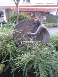"""Der """"Pfennigroller"""" von Artur Schulze-Engels an der Kaiserstraße. (Foto: Stadt Dortmund)"""