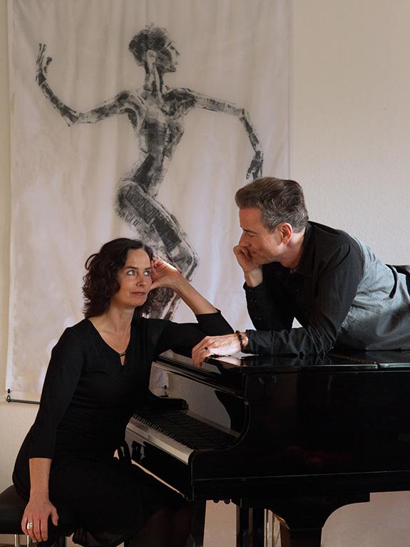 Konzert in der Parfümerie Wigger mit dem Künstler-Duo CordaMota
