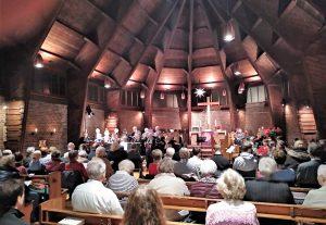 Der Chor der Paul-Gerhardt-Kirche unter Leitung von Heiko Waldhans