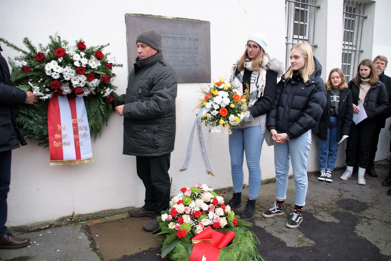 Bezirksvertretung Innenstadt-Ost legte einen Kranz nieder zum Gedenken an die Opfer des Nationalsozialismus
