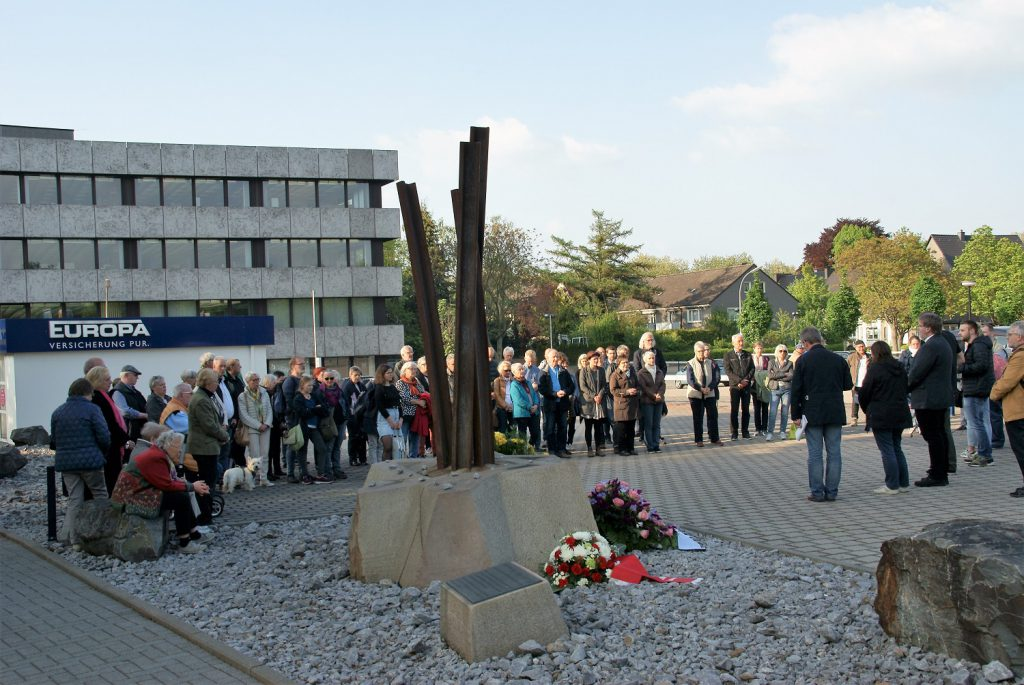 Gedenkstunde am Mahnmal Ruhrallee (Foto: Rüdiger Beck)