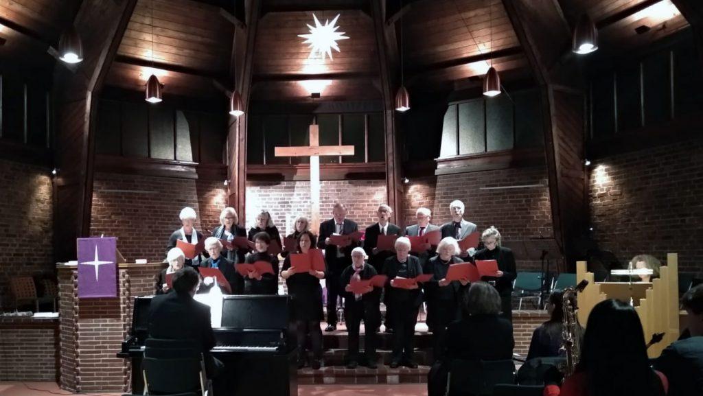 Der Chor unter der Leitung von Heiko Waldhans