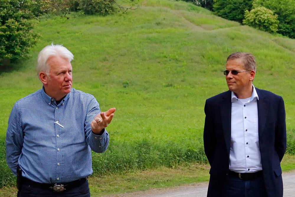 Oberbürgermeister Ullrich Sierau (links im Bild) u. Arnulf Rybicki, Dezernent für Bauen und Infrastruktur. (Foto: Gaye-Suse Kromer, Dortmund-Agentur)