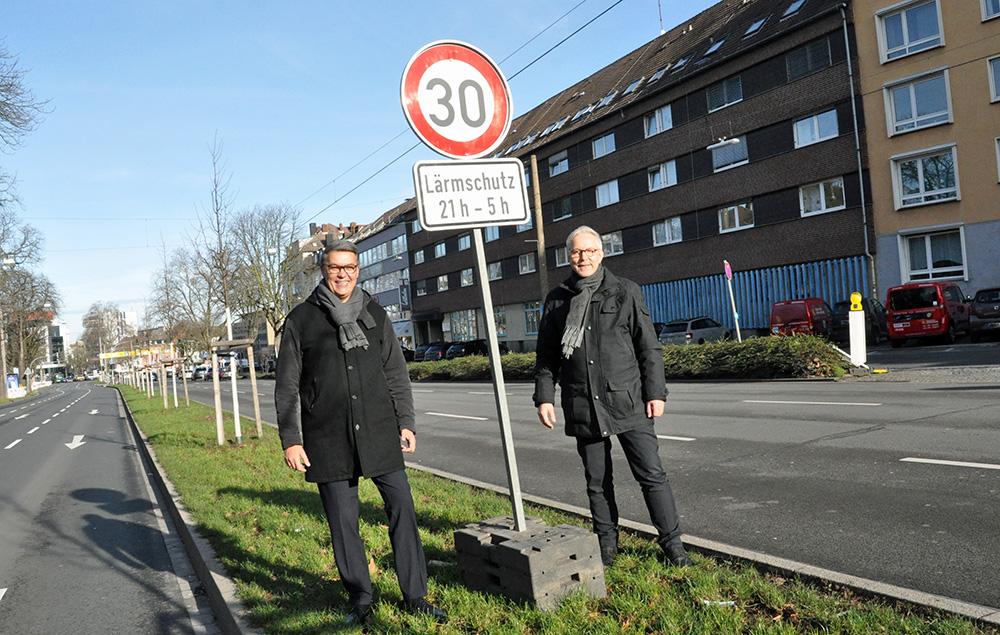 Tempo 30 auf dem Wall: Oberbürgermeister Thomas Westphal und Polizeipräsident Gregor Lange. (Foto: Stadt Dortmund/Anja Kador)