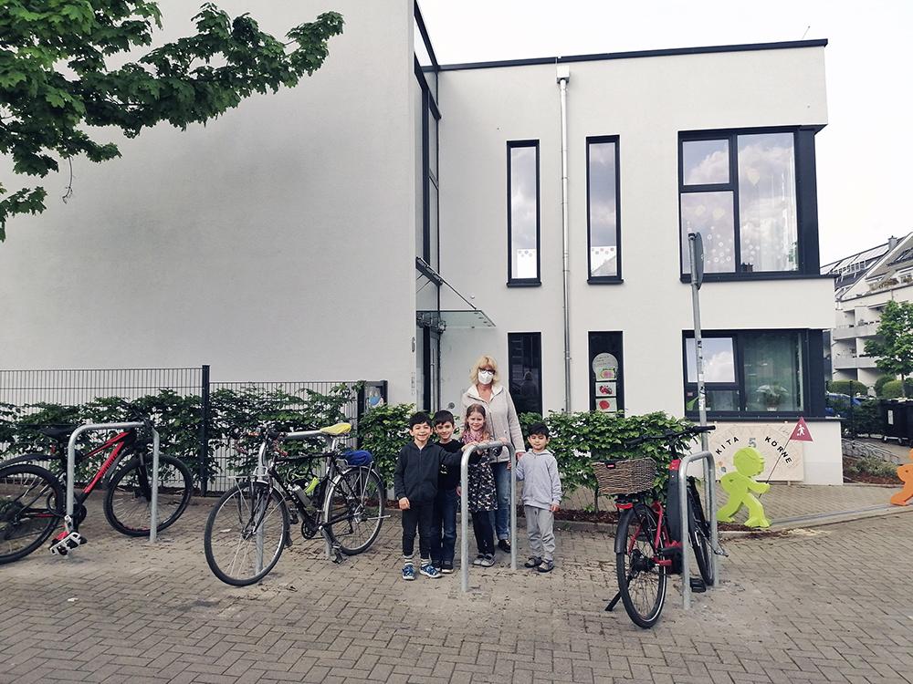 Die aufgestellten Fahrradbügel an der Lebenshilfe Kita Körne (Quelle: Stadt Dortmund)